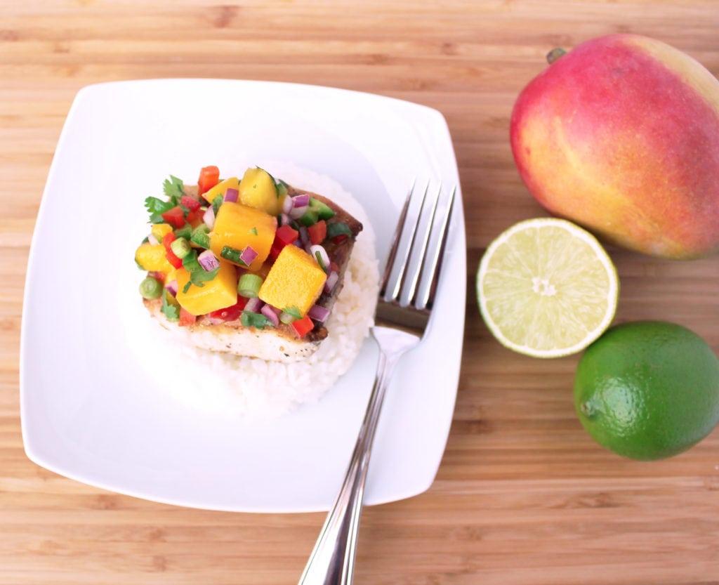 Seared Wahoo with Mango Salsa | Kit's Coastal | #kitscoastal #coastalpaleo