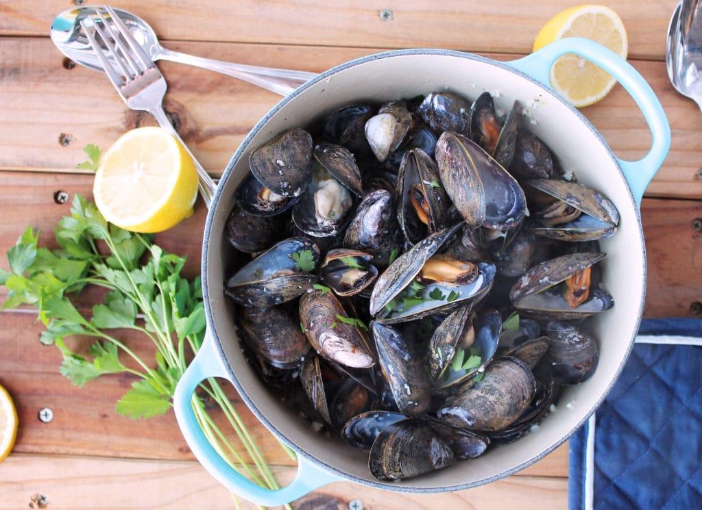 Paleo Mussels in White Wine (Moules Marinière) | Kit's Coastal | #kitscoastal #coastalpaleo #paleo #healthyeating #glutenfree #dairyfree