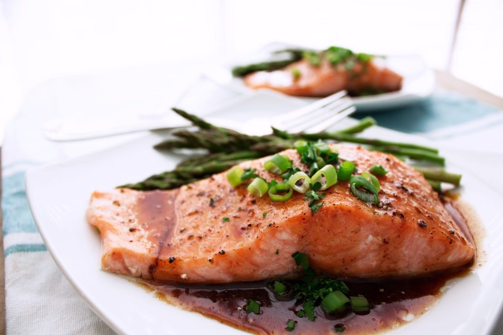 Maple Bourbon Glazed Salmon | Kit's Coastal | #kitscoastal #coastalpaleo #paleo #glutenfree #dairyfree #healthyseafood