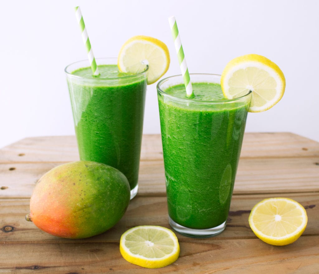 Tropical Green Juice {made in a blender!} | Kit's Coastal | #kitscoastal #coastalpaleo #paleo #vegan #greenjuice #vitamix