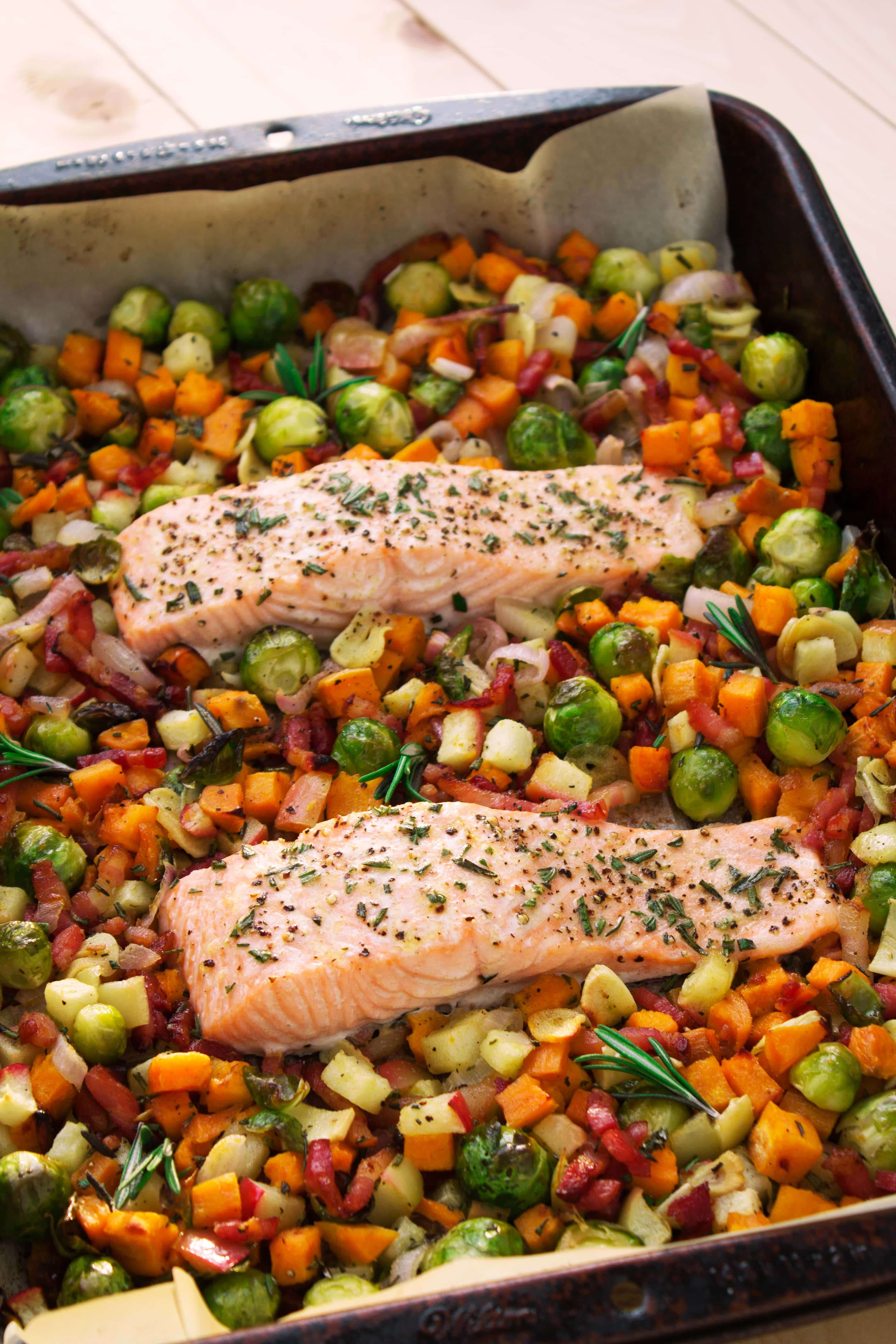 One Pan Salmon with Sweet Potato, Bacon, Apple, & Brussels Sprouts | Kit's Coastal | #kitscoastal #coastalpaleo #paleo #glutenfree #dairyfree #salmon #onepan #sheetpan